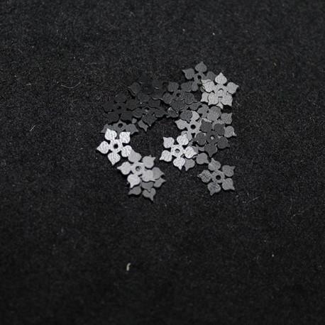 petite fleur noire mate