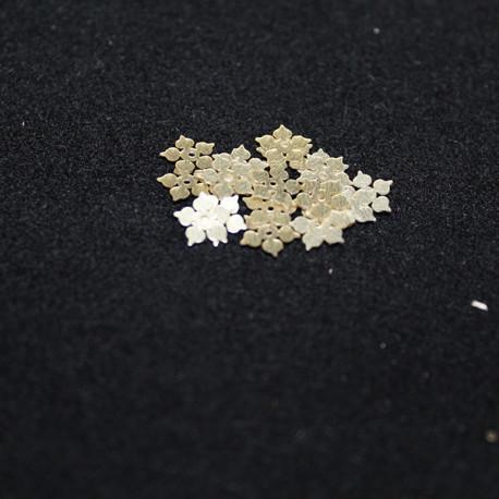petite fleur dorée mate